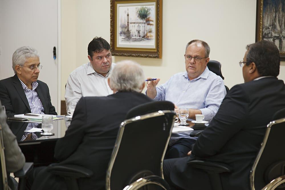 f76825cbb B0cdd3926c156773. Governador Belivaldo Chagas e representantes do Grupo  Vulcabras/Azaleia ...
